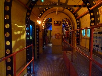(Yellow Submarine, interno)
