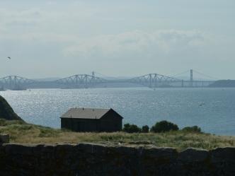 Il Forth Bridge visto dall'isola