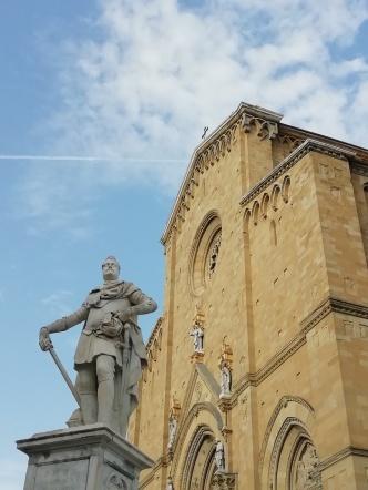 Cattedrale dei Santi Pietro e Donato (facciata)